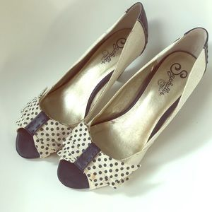 White and navy peep toe pumps